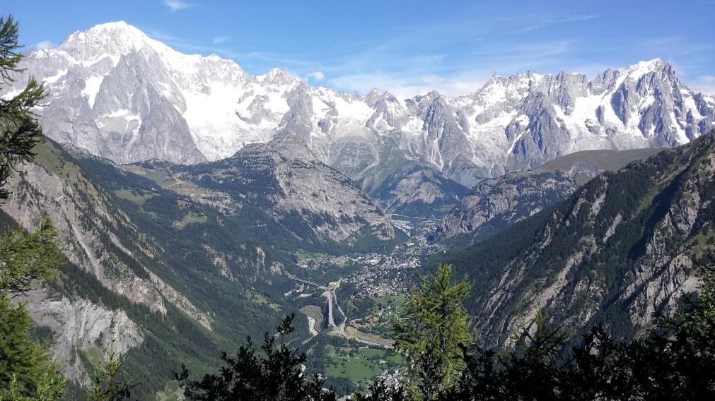Courmayeur_Mont_Blanc.jpg